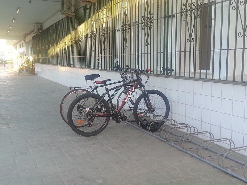 Der Fahrradparkplatz der Partnerschule