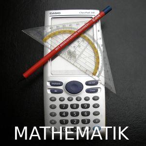 Taschenrechner,Geodreieck und Bleistift