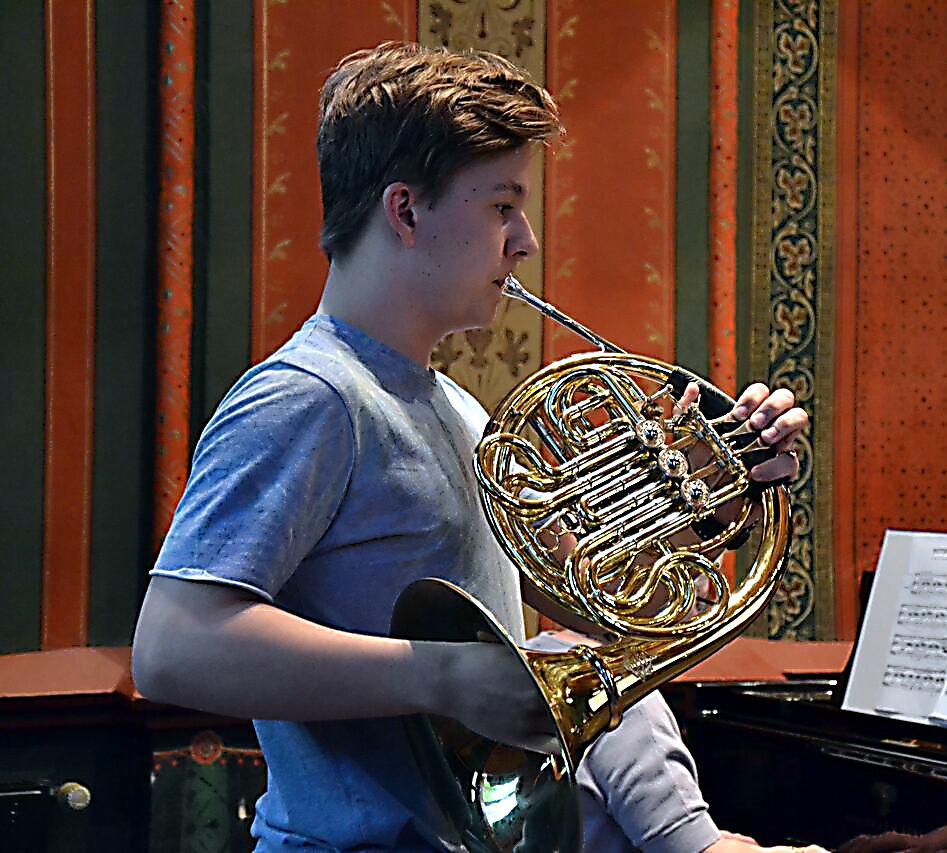Konstantin Kösling ist mit Horn erfolgreich beim Bundeswettbewerb Musik