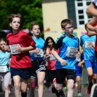 Brunnenlauf Eversten: Schülerlauf 11:30 Uhr  +++++  02.06.2019, Oldenburg, Marktplatz Eversten  +++++  Foto: Erik Hillmer