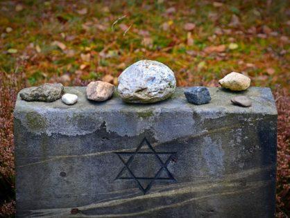 Die Erinnerung wachhalten - Besuch der NS-Gedenkstätte Bergen-Belsen