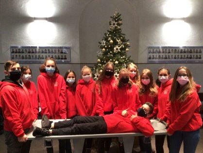 Weihnachtsgrüße von unseren neuen Schulsanis!